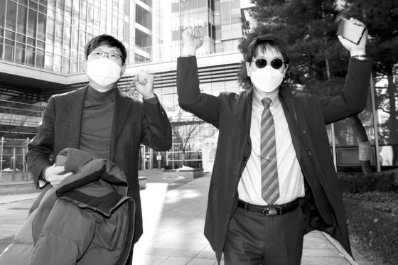 지난 2월 서울시교육청을 상대로 승소한 김재윤(왼쪽, 세화고)·고진영(배재고) 교장. [뉴시스]
