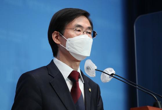 조경태 국민의힘 의원이 11일 서울 여의도 국회 소통관에서 당대표 출마 기자회견을 하고 있다. 오종택 기자