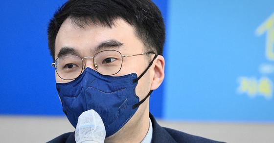 """김남국 민주당 의원은 15일 페이스북에 """"(김정숙 여사 인사 개입설은) 황보승희 의원의 뇌피셜""""이라고 비판했다. 뉴스1"""