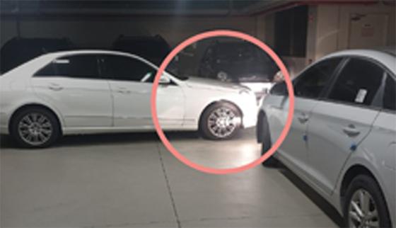 대전 서구의 한 아파트 지하주차장에 이중주차를 한 벤츠에 차를 빼 달라고 요청했다가 폭언을 들었다는 글이 네티즌들의 공분을 사고 있다. 사진 온라인 커뮤니티 보배드림