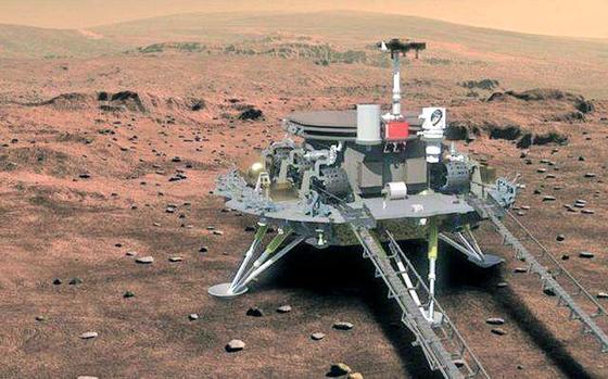 중국 화성탐사선 톈원(天問) 1호의 착륙선이화성 지표면에 내린 뒤 탐사로버 주롱을 내일 준비를 하고 있는 이미지. [사진 바이두]