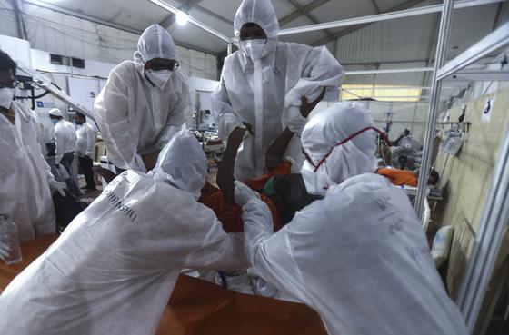 인도 한 병원의 코로나19 병동(사진은 기사와 직접적 관련이 없습니다). AP=연합뉴스