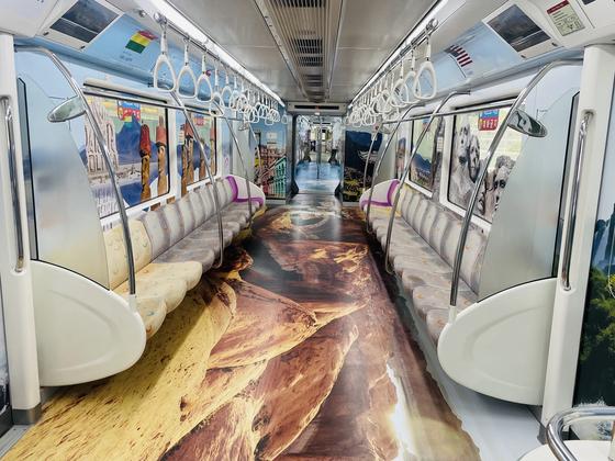 대구 대중교통인 하늘 열차가 세계테마열차로 꾸며졌다. [사진 대구시]