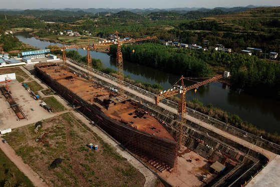 중국 쓰촨성에서 건설중인 복제 타이타닉호의 모습 [AFP=연합뉴스]