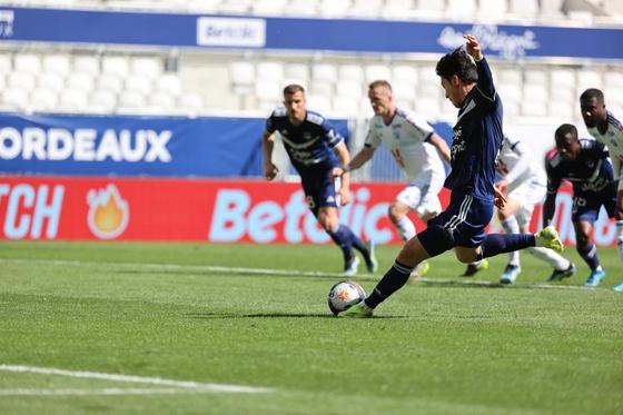 황의조가 시즌 12호 골을 터뜨렸다. 한국인 프랑스 리그 최다골 타이 기록이다. [사진 보르도]