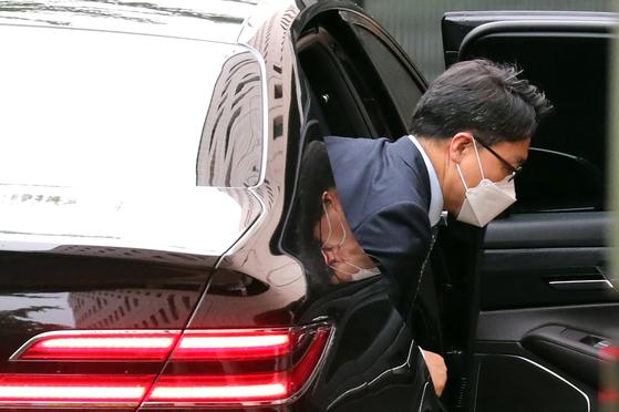김진욱 고위공직자범죄수사처 처장이 17일 출근하고 있다. 뉴스1