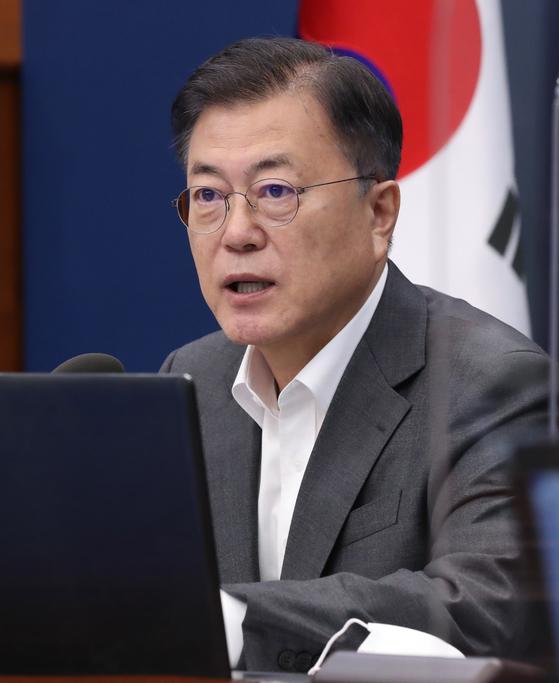 문재인 대통령이 지난 17일 청와대에서 열린 수석·보좌관 회의에서 발언하고 있다. 연합뉴스