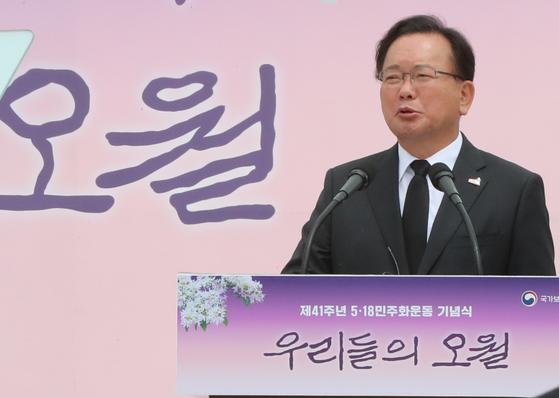김부겸 총리가 18일 오전 광주 북구 5·18 민주묘지에서 열린 제41주년 5·18 민주화운동 기념식에서 기념사하고 있다. 연합뉴스