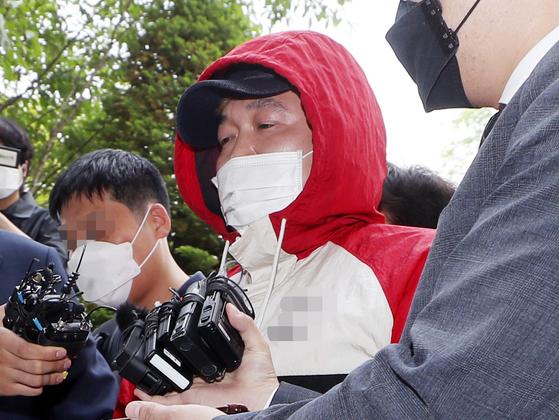 지난 14일 영장실질심사를 받기 위해 인천지방법원으로 들어서는 허민우. 연합뉴스