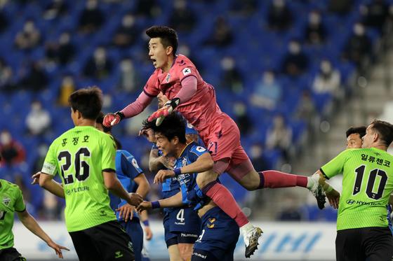 전북과 울산의 시즌 첫 번째 대결은 무승부로 끝났다. 한국프로축구연맹 제공