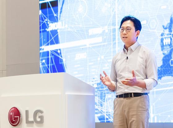 배경훈 LG AI 연구원장이 17일 열린 'AI 토크 콘서트'에서 연설하고 있다. [사진 LG]