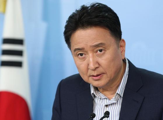 김영환 전 의원이 지난 2018년 5월30일 오후 서울 여의도 국회 정론관에서 기자회견을 하고 있다. 뉴스1