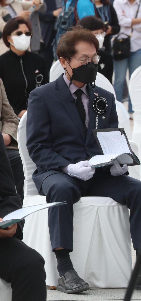 지난 17일 오전 광주 북구 국립 5·18 민주묘지에서 열린 추모제에 참석한 조희연 교육감. 연합뉴스