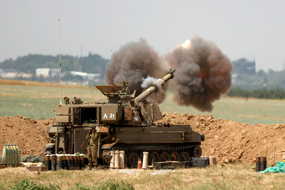 이스라엘군이 20일 팔레스타인 가자지구를 향해 포격을 하고 있다. AFP=연합뉴스