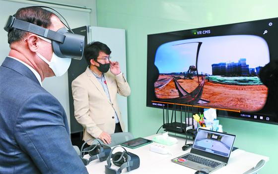 홍 부총리, 3D VR 체험