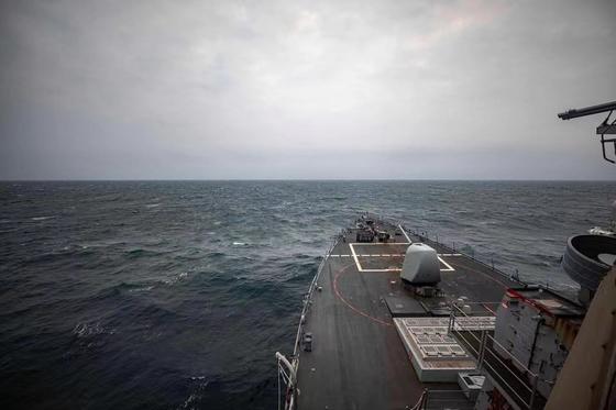 지난달 7일 미 해군 맥케인함이 대만해협 내 국제 수역을 지났다고 밝히면서 관련 사진을 공개했다. [미 태평양 함대 제공]