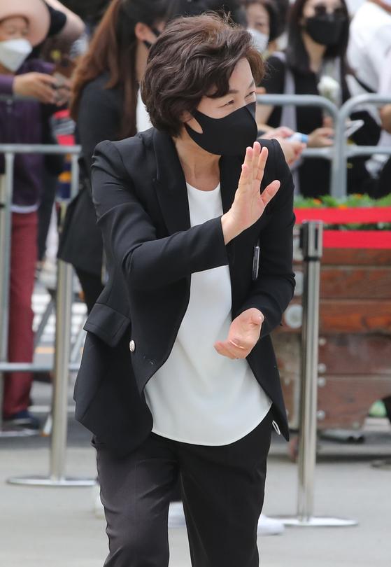 추미애 전 장관이 23일 경남 김해시 봉하마을에서 열린 노무현 전 대통령 서거 12주기 공식 추도식 행사장에 참석하고 있다. 뉴스1
