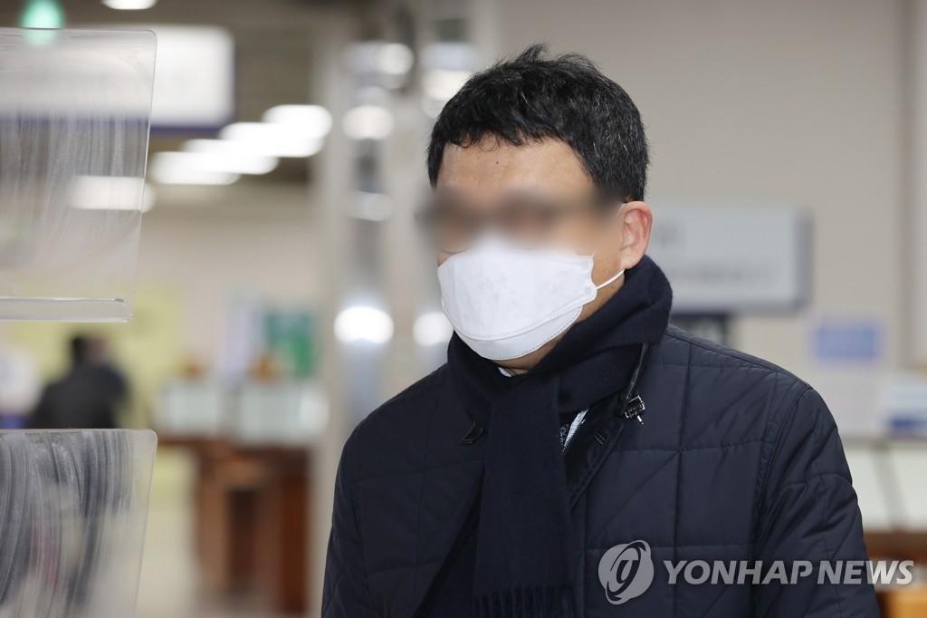고(故) 김홍영 검사를 폭행한 혐의로 기소된 김대현 전 부장검사. 연합뉴스