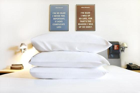 글래드 호텔의 침구 모습. 최근 수면 전문기업과 협업해 '꿀잠 제품'을 내놨다. 사진 글래드 호텔