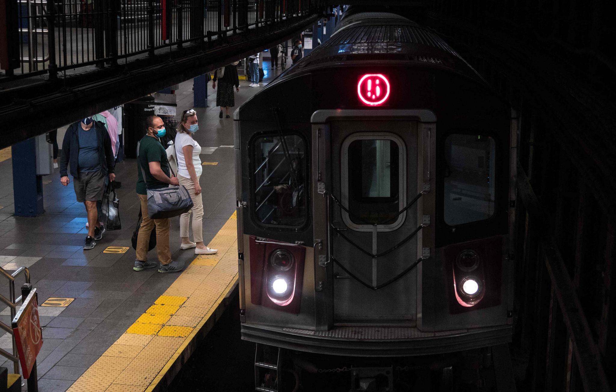 뉴욕 지하철 모습, 자료사진. AFP=연합뉴스