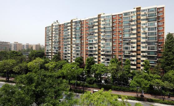 서울의 대표적인 부촌으로 꼽히는 강남구 압구정 현대아파트 모습. 뉴스1