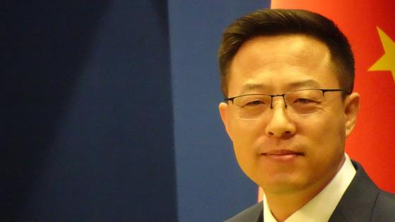 27일 자오리젠 중국 외교부 대변인이 바이든 미국 대통령의 우한 실험실 근원설 보고서 작성 지시에 강하게 반박하고 있다. 사진=신경진 기자
