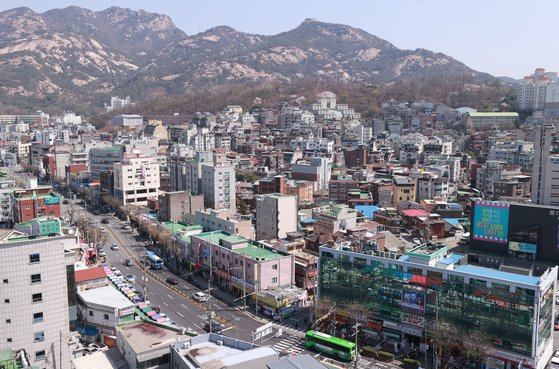 도심 공공주택 복합개발사업의 첫 선도사업 후보지(역세권)로 지정된 서울 은평구 불광동 연신내 인근 모습.  연합뉴스