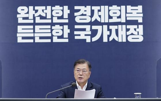문재인 대통령이 27일 오후 청와대에서 열린 국가재정전략회의에 참석, 발언하고 있다. 연합뉴스
