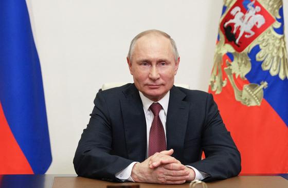 블라디미르 푸틴 대통령이 러시아인들에게 백신 접종을 독려했다. [AFP=연합뉴스]