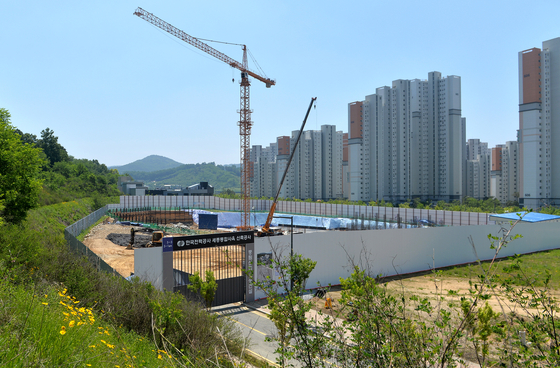 지난 19일 세종시 소담동 한국전력공사 세종통합사옥 신축공사 현장에서 공사가 한창이다. 한전 세종통합사옥은 2022년 12월 완공 예정이다. [프리랜서 김성태]
