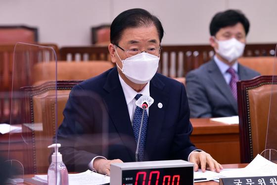 """정의용 외교부 장관은 28일 바이든 행정부의 한국군 백신 지원과 관련 """"한미 연합훈련을 위해 한국군에 대해 백신을 공급한 것은 아니다""""라고 말했다. [연합뉴스]"""