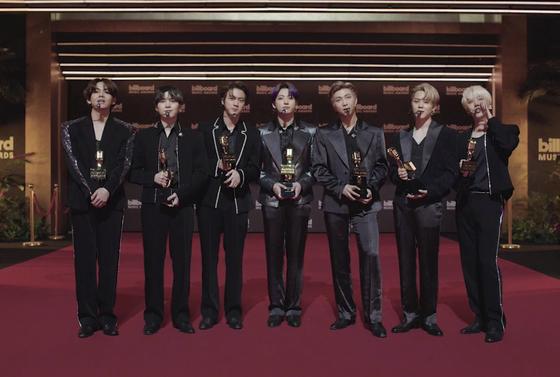 23일(현지시간) 미국 빌보드 뮤직 어워드에서 4관왕에 오른 방탄소년단. [AP=연합뉴스]