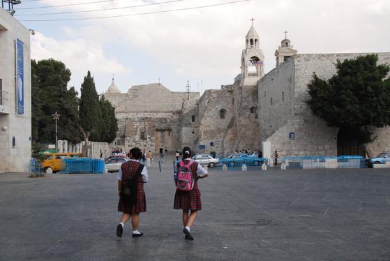 이스라엘에 있는 예수 탄생지 베들레헴은 팔레스타인 자치구에 있다. 그래서 예루살렘에서 베들레헴으로 건너갈 때는 삼엄한 경계와 초소를 통과해야 했다. 사진은 베들레헴에 있는 오래된 성이다.