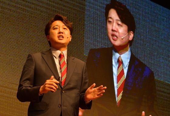 지난 25일 서울 마포구 누리꿈스퀘에서 자신의 비전을 발표하고 있는 이준석 후보. 그는 28일 발표된 예비경선 결과에서 압도적인 1위로 본선행을 결정지었다. 오종택 기자