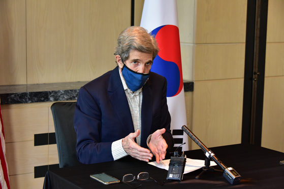 U.S. President's Climate Envoy John Kerry speaks at a press conference held at a hotel in downtown Seoul on the 18th of last month.  US Embassy in Korea