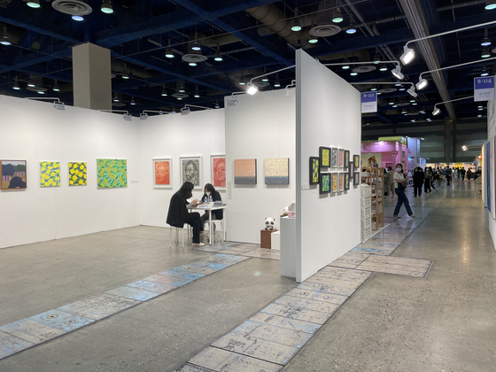 Many art galleries participated in this year's Seoul Living Design Fair.  Reporter Bae Jeong-won