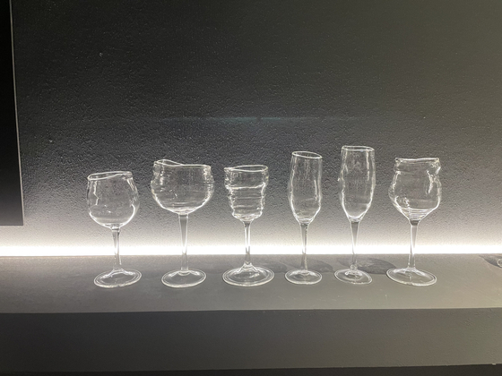 Yoon Hyun Sang-jae's wine glasses exhibited under the theme of alcohol.  Reporter Bae Jeong-won