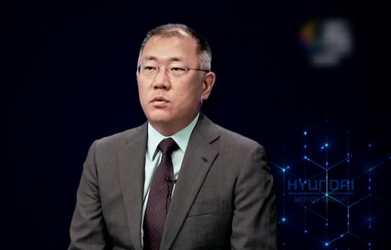 Hyundai Motor Company Chairman Eui-sun Eui-seon speaking at P4G.  Photo Arirang TV YouTube capture