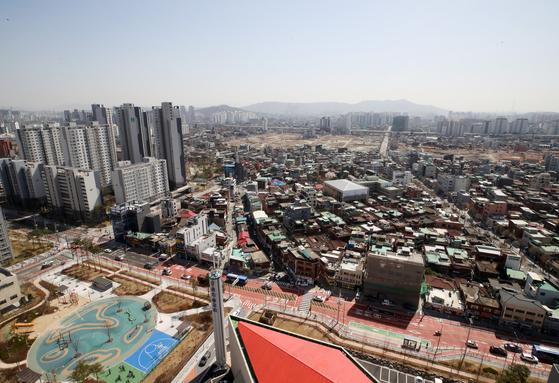 지난 3월 2차 공공재개발 후보지로 결정된 서울 성북구 장위8구역 모습. 서울시는 이 지역을 비롯, 서울 14개 공공재개발 후보지에 대해 향후 2년간 건축행위를 제한하기로 했다. [뉴시스]