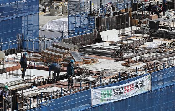 """산자부 산하 기관이 건설보증?…건설업계 """"수수료 40% 올라갈 것"""""""