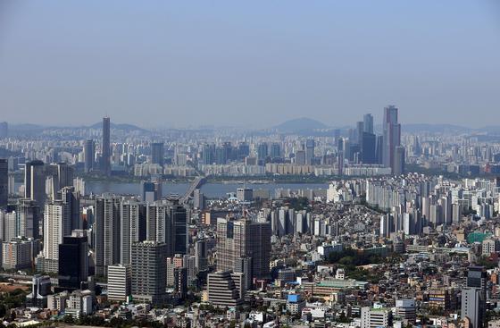 서울 전·월세 시장이 들썩이는 조짐을 보인다. 남산에서 바라본 아파트 단지의 모습. [연합뉴스]