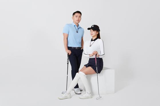 골프존의 웨어러블 디바이스 목걸이 '멘탈 플러스'를 착용하고 있는 골퍼들. [사진 골프존]