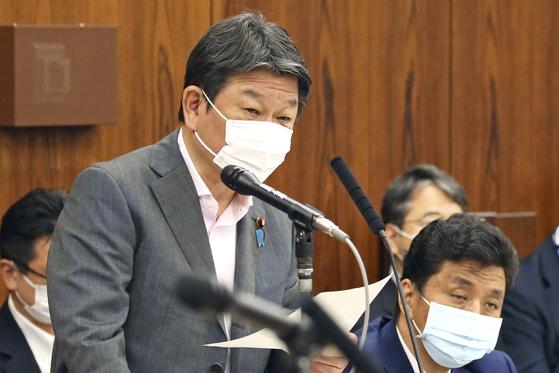 지난달 25일 의회에 출석해 답변 중인 모테기 도시미쓰 일본 외상. AP=연합뉴스