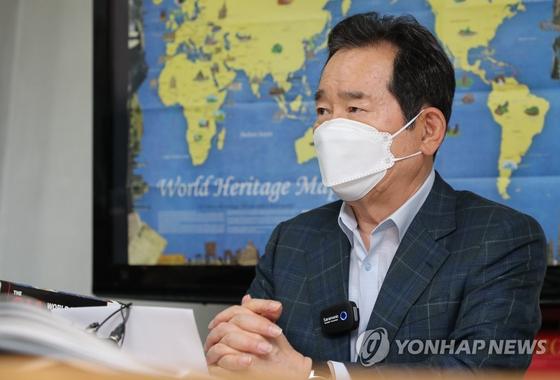 정세균 전 총리가 지난달 31일 서울 성북구 보문동 사이버외교사절단 '반크'를 방문해 관계자들과 간담회를 하고 있다. 연합뉴스