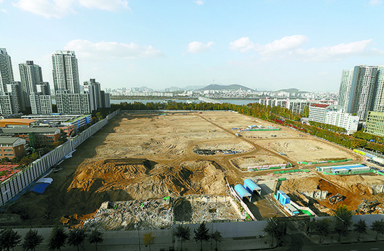 The site of the 3rd Sinbanpo/Gyeongnam Apartment Reconstruction Complex (Raemian One Bailey), Banpo-dong, Seocho-gu, Seoul.  It is a complex that is evaluated as a so-called lottery subscription.  yunhap news