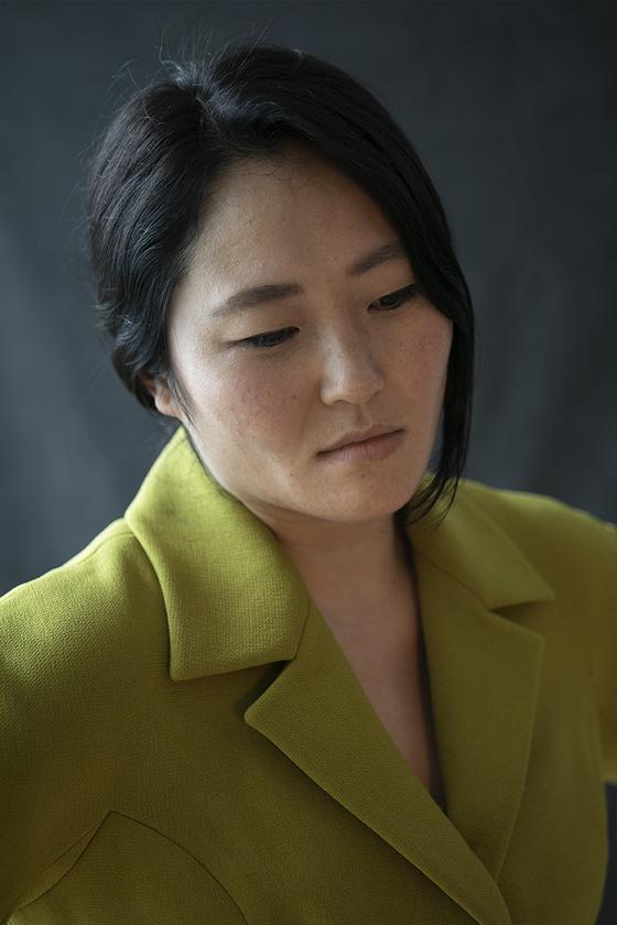 한국 미혼모의 아이 입양 결정 과정을 추적한 다큐 '포겟 미 낫'의 선희 엥겔스토프 감독. [사진 커넥트픽쳐스]