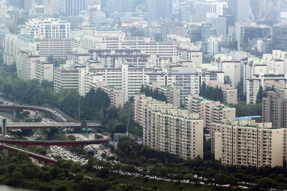 서울 용산구 N서울타워에서 바라본 아파트 단지의 모습. 뉴스1
