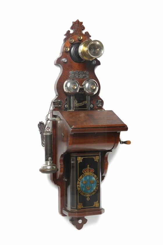 스웨덴 에릭손사 자석식 전화기. [사진 폰박물관]