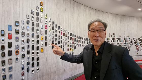 20세기 후반 최고 발명품인 휴대전화의 모든 것을 정리해온 이병철 전 폰박물관장. 박정호 기자