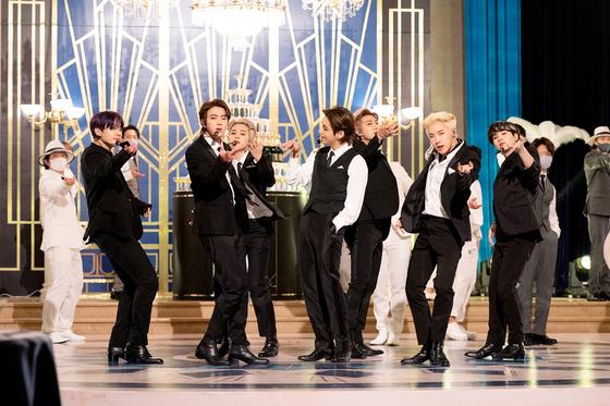 미국 CBS 토크쇼 '더 레이트 쇼 위드 스티븐 콜베어'에 출연한 방탄소년단. [사진 빅히트 뮤직]